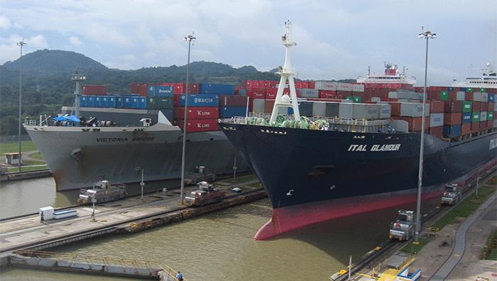 schepen volgen panamakanaal